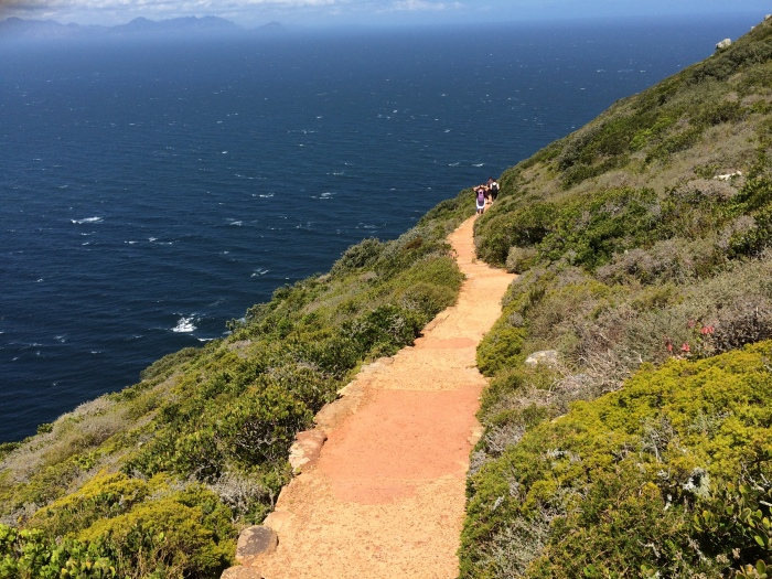 A trilha segura até o farol real. Me lembrou algumas trilhas que fiz de moto em Macacos MG